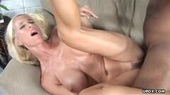 Big tit MILF cums screaming in sex club Thumb
