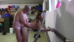 Busty amateur brunette girlfriend banging in bathroom Thumb