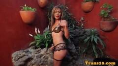 Kinky Teen whore shows off Thumb