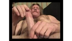 Naughty amateurs get naked for money Thumb
